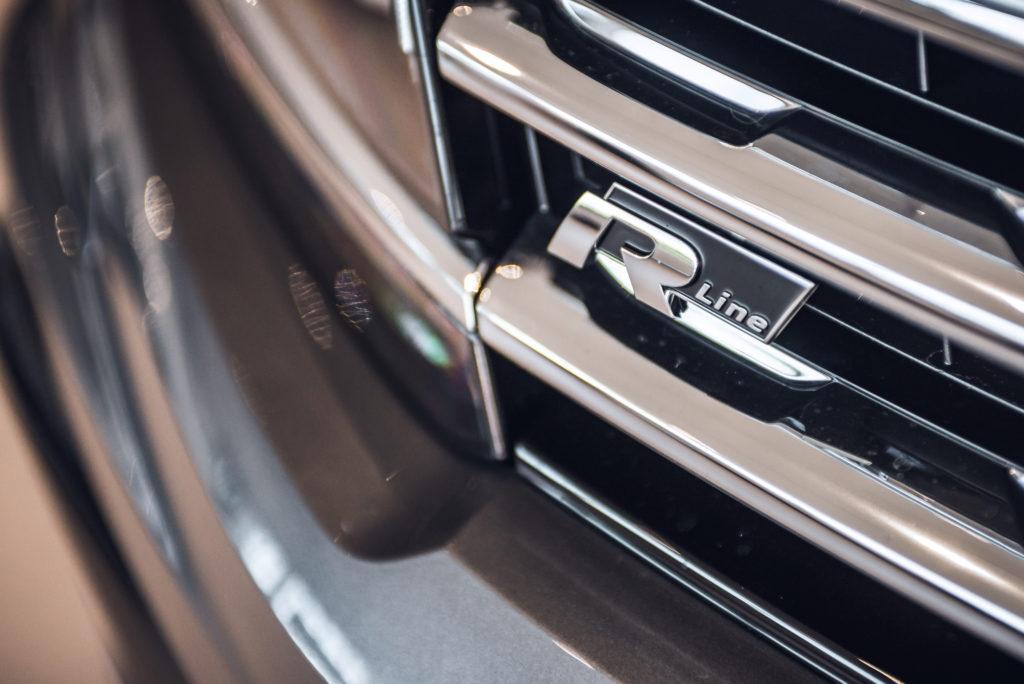 Uuden Volkswagen Passat R-Linen keulamaski